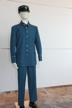 明るいブルーでヨーロッパ風の、戦前としてはモダンな東京地下鉄道制服