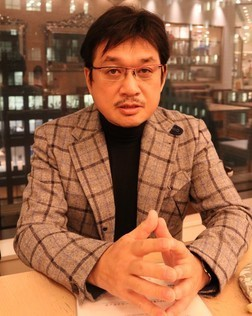 相撲について語る漫画家・やくみつる氏(2018年12月撮影)