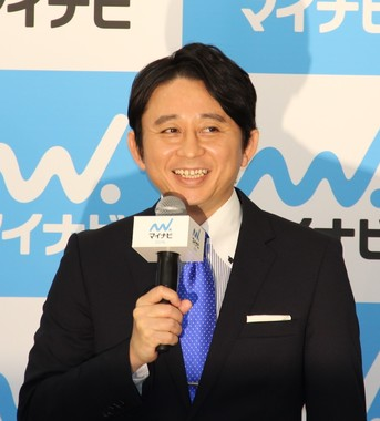有吉弘行さん(2015年)。かつての写真集で自虐