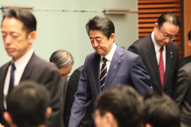 2月29日、記者会見に臨んだ安倍首相。「政府一丸」で対応できるか