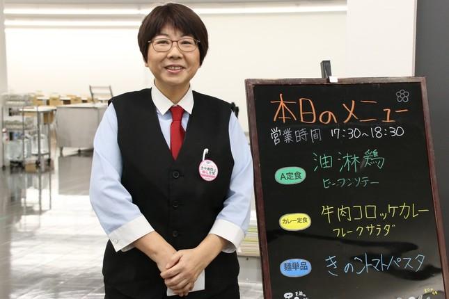 新事務本館の食堂で勤務する廣崎真裕美さん