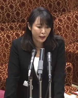 持論を元に説明する森雅子法相(参院公式サイトの会議録情報から)
