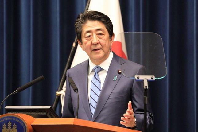 新型コロナウイルスの対策について記者会見する安倍晋三首相