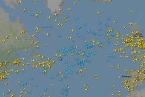 フライトレーダー24の「青い飛行機」って何? 人気サービスが「弱点」改善へ