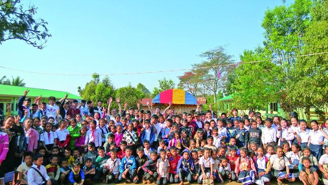 ラオス・ドンニャイ村の学校に通う子どもたち(画像提供:飯舘村役場)