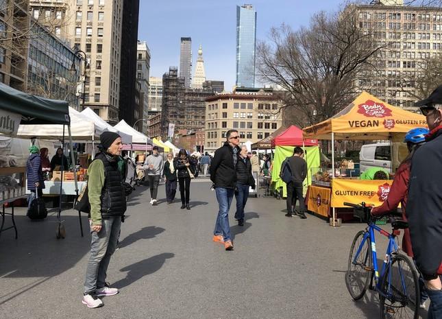 今も開いているマンハッタンのグリーンマーケット(2020年3月17日、ユニオンスクエアで筆者撮影)