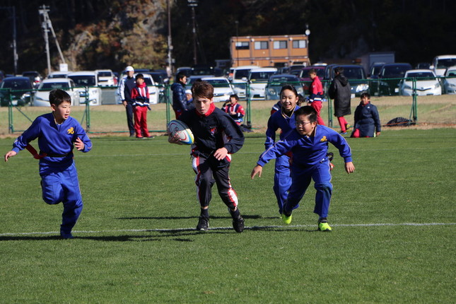 「復興『ありがとう」ホストタウン』事業では、日豪の子どもたちがラグビー交流(写真提供:釜石市)