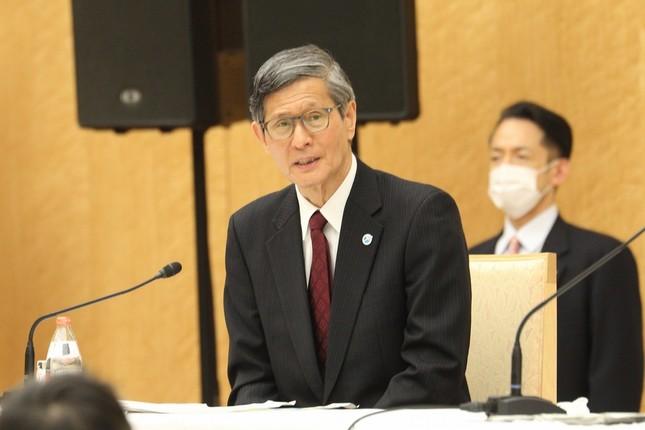 「基本的対処方針等諮問委員会」の尾身茂会長。安倍晋三首相の会見に同席し、緊急事態宣言の対象を決めた基準について説明した
