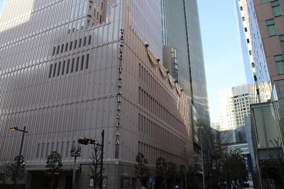 東京・日比谷の東京宝塚劇場。3月27日に初日を迎える予定だった星組公演から中止が続いている