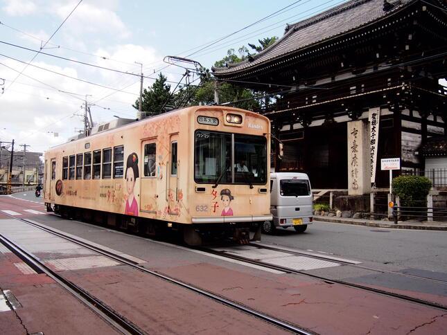 京都市内を走る京福電車