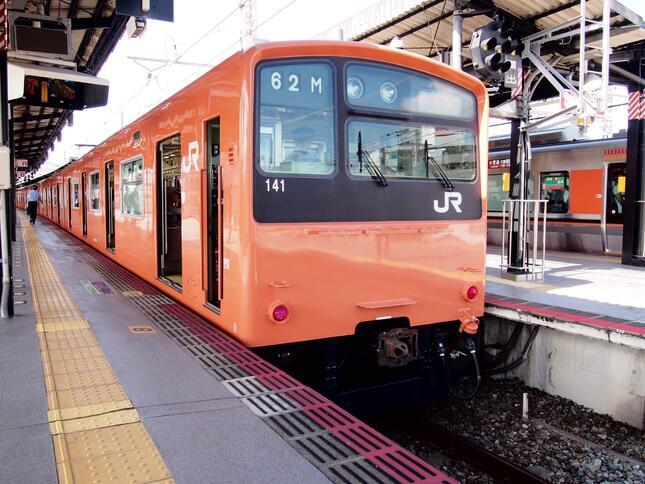 (2019年6月にJR大阪環状線、ゆめ咲線から撤退した201系)