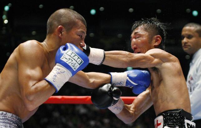 ジャッジは内藤大助の「手数」より、亀田興毅の「正確性」を評価した(写真:ロイター/アフロ)