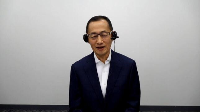 安倍晋三首相に質問するノーベル医学生理学賞受賞者で京都大iPS細胞研究所の山中伸弥教授(「安倍首相に質問!みんなが聞きたい新型コロナ対応に答える生放送」/主催:niconico・Yahoo! JAPAN)