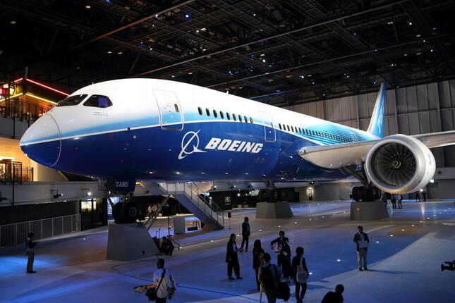 ボーイング787型機の生産縮小の影響は日本企業にも及ぶ。写真は初号機「ZA001」。中部国際空港内の商業施設「FLIGHT OF DREAMS」(フライト・オブ・ドリームズ)で展示されている