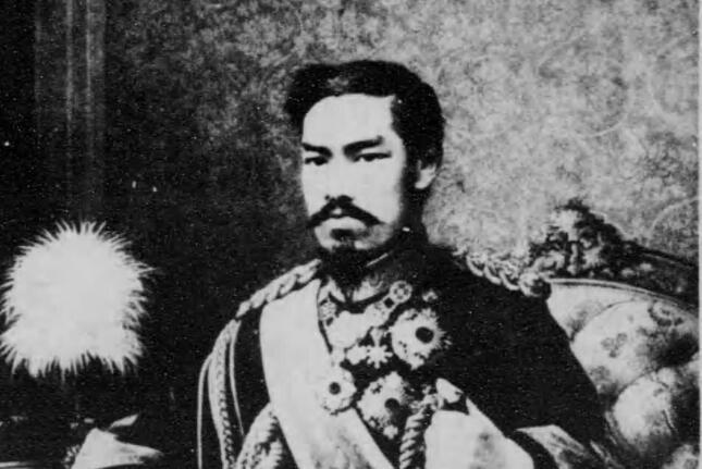 第2期教科書では「天皇への報恩」が前面に押し出された(写真は明治天皇)