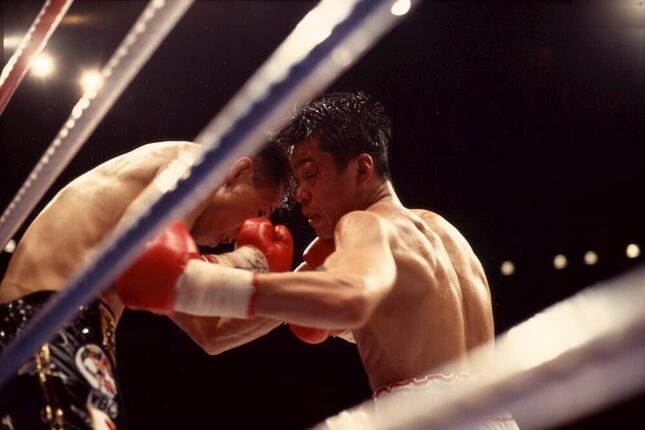 1994年12月4日、名古屋市総合体育館レインボーホールで繰り広げられた「世紀の一戦」(写真:アフロ)