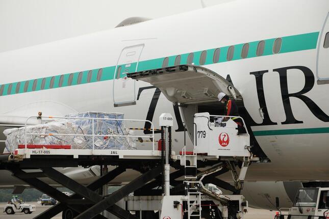 初便は機械部品や化学製品、計13トンを積み込んだ