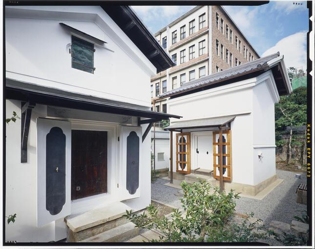 冷泉家は昔ながらの土蔵で、文化財保護を目指す(提供:冷泉家時雨亭文庫)