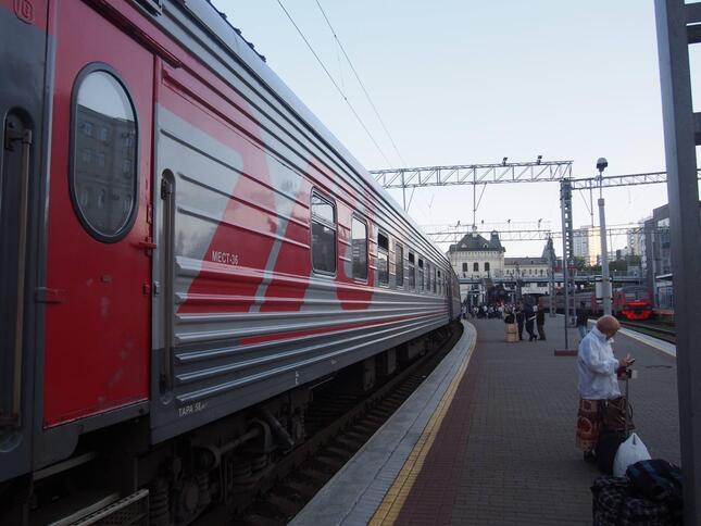 ウラジオストク駅から出発するハバロフスク行き「アケアン号」