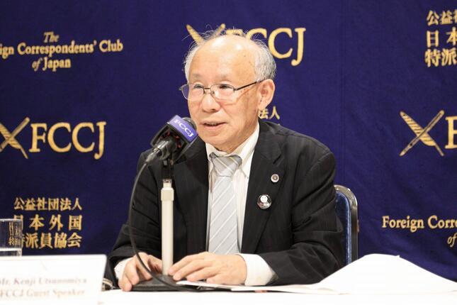 記者会見する宇都宮健児氏。山本太郎氏が出馬した際の対応について「堂々とテレビ討論などで討論をしたい」などと話した