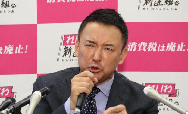 会見で出馬理由を説明する山本太郎氏