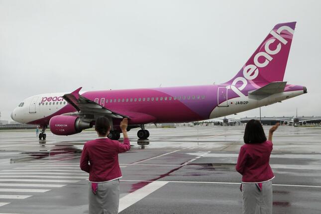 LCCの「ピーチ」は、国内線の全路線で運航を再開した。釧路行きMM125便は乗客96人を乗せて釧路に向かった