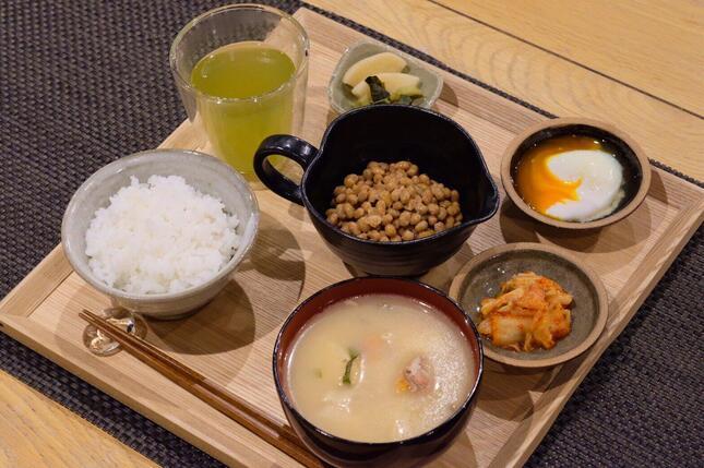 生涯無料パス対象の納豆ご飯定食「梅コース」(2019年5月の納豆社リリースより)