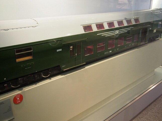 ドイツ鉄道博物館にあった東ドイツの2階建て客車