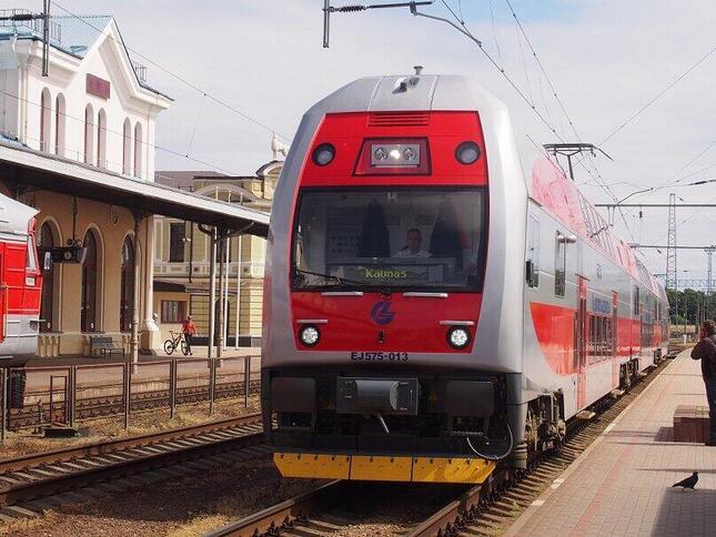 リトアニア、ヴィリニュス~カウナス間を走る2階建て電車