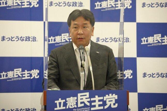 記者会見に臨む立憲民主党の枝野幸男代表