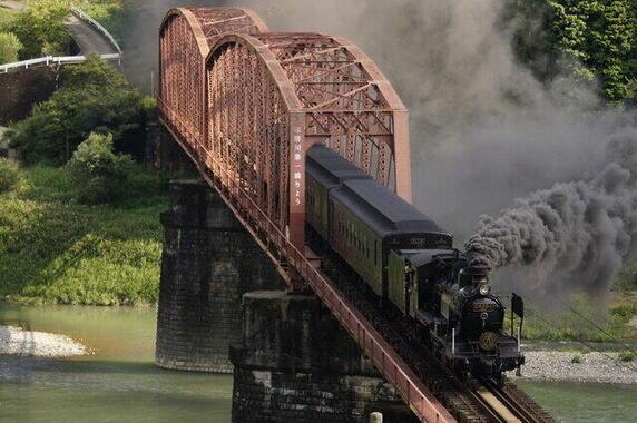 流失した球磨川第一橋梁。「SL人吉」の走行区間で撮影ポイントでもあった(画像提供:ピクスタ)