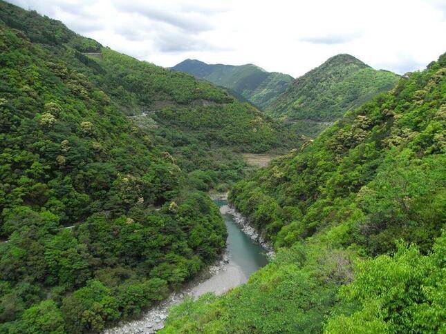 2008年5月の川辺川ダム建設予定地(Wikimedia Commonsより)