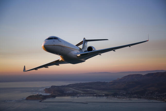乗客十数人が乗れるボンバルディア製「Global 6000」(ANAビジネスジェット提供)