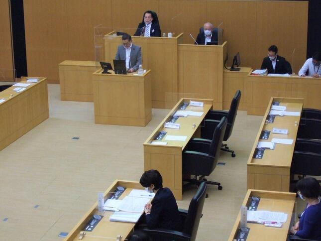 区長や副区長らが欠席のまま開かれた千代田区議会(31日午後)