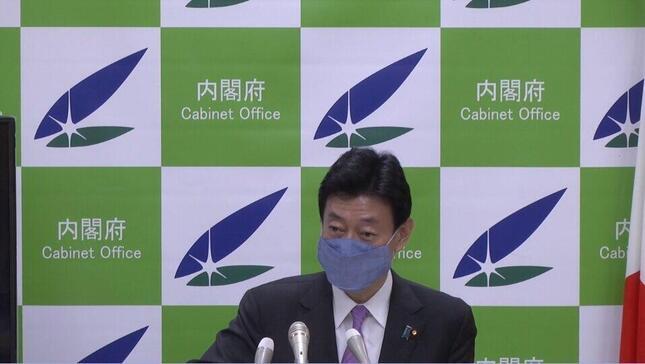 松本さんが「飛び出す絵本」と評した西村担当相のマスク姿(政府インターネットテレビより)