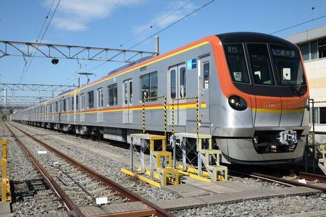 報道陣にお披露目された新型車両「17000系」。2021年2月に営業運転を始める