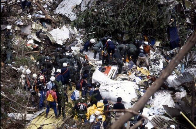 1985年8月12日に起きた日航ジャンボ機事故は、単独機の事故としては世界で最も多い520人が犠牲になった。2日後の8月14日には、日本航空(JAL)の高木養根(やすもと)社長が辞意を表明した(写真:Fujifotos/アフロ)