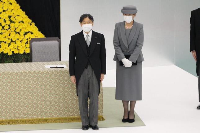 全国戦没者追悼式の天皇陛下の「おことば」では、新型コロナウイルスの感染拡大にも言及した