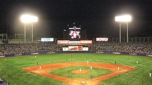 神宮球場(WikimediaCommonsより、User:ITA-ATU氏撮影)