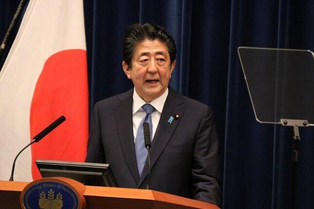 辞任の意向が明らかになった安倍首相(6月撮影)