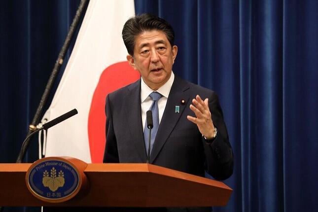 会見で辞任を表明した安倍晋三首相(2020年8月28日撮影)