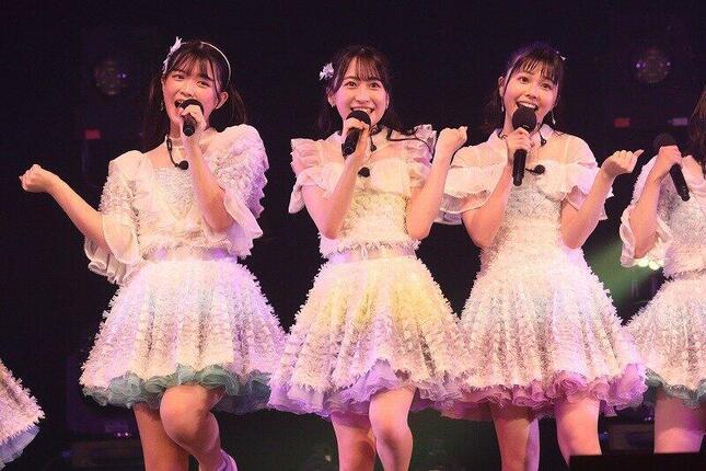 左から水上凜巳花さん、渡部愛加里さん、地頭江音々さん