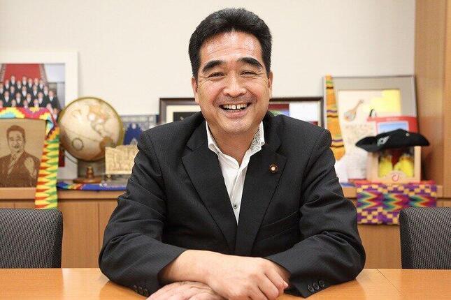 自民党総裁選について語る坂井学衆院議員