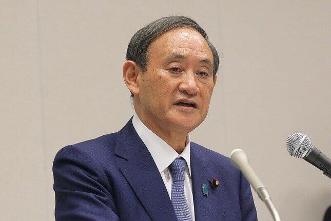 自民党総裁選の出馬会見に臨む菅義偉官房長官。沖縄をめぐる発言に疑問が出ている