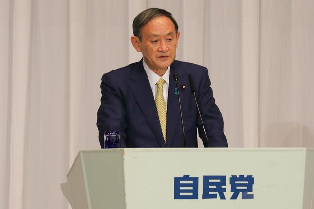 不妊治療の保険適用の実現について述べる菅義偉氏(2020年9月8日、東京都千代田区)