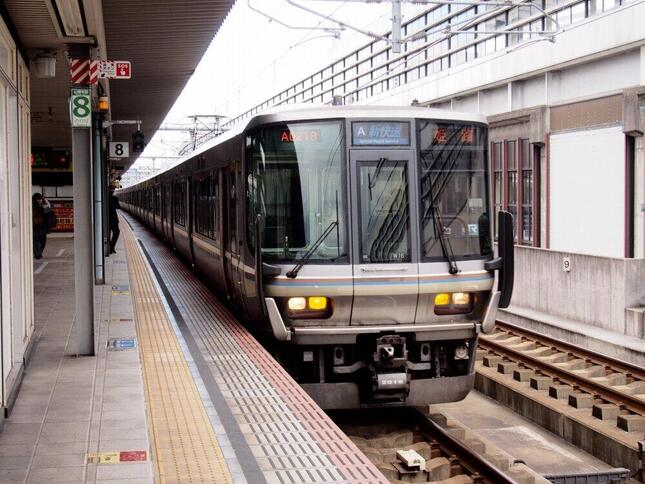 大阪、京都、神戸を結ぶ「新快速」