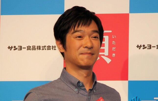 堺雅人さん(2013年)。スマホの中には意味深画像が