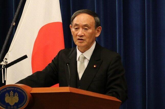 首相として初めての記者会見に臨んだ菅義偉氏。