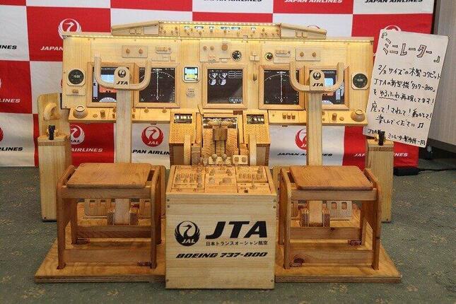 日本トランスオーシャン航空(JTA)の木製シミュレーター「ミニレーター」。ボーイング737-800型機の操縦席を「ゆるふわ」再現したという