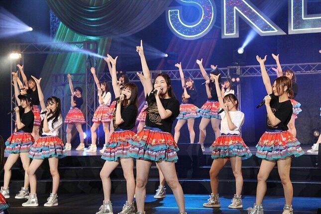 新曲の発売は「12周年特別LIVE」の中で発表された。(c)2020 Zest,Inc.